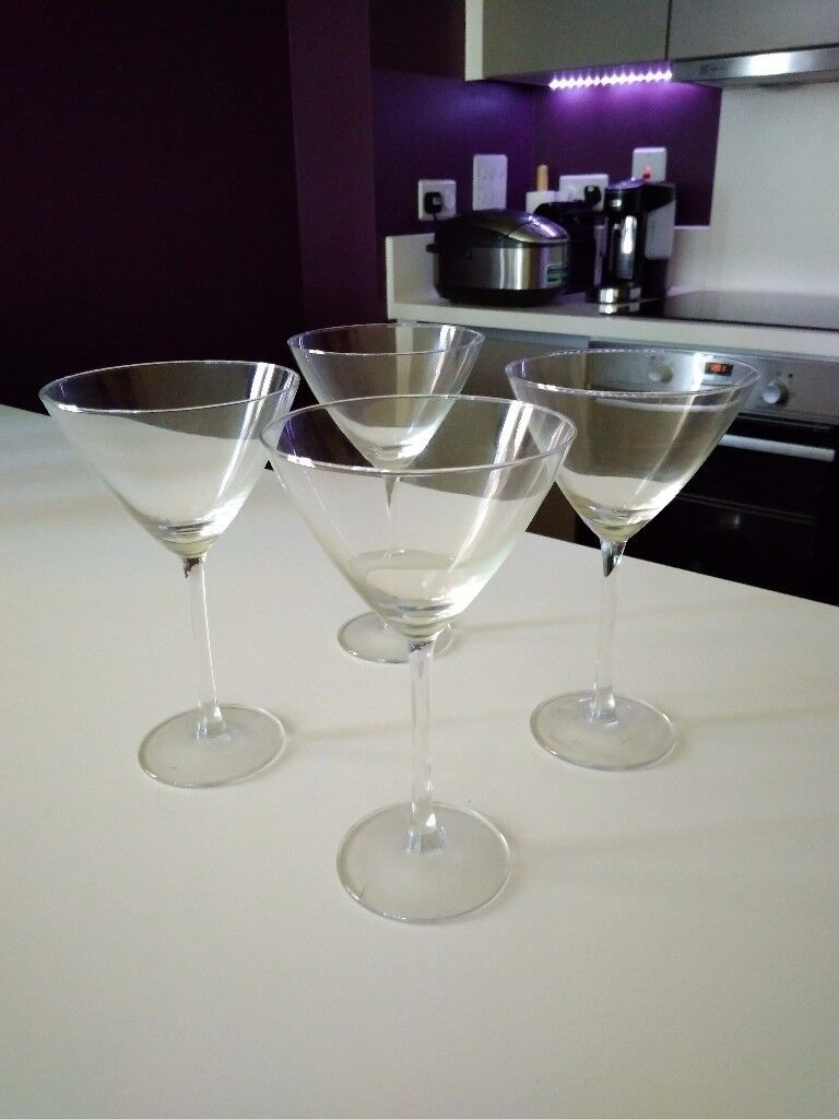 Set of 4 Exqusive Martini Glasses for Grab