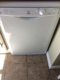 Indesit idf125 dishwasher