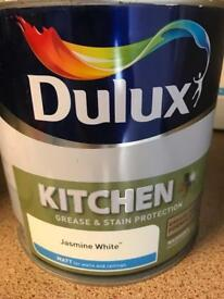 Dulux Matt kitchen paint - Jasmine White 2.5l tin