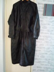 ladies xl full length black leatherette! coat with 4 pockets and drawstring