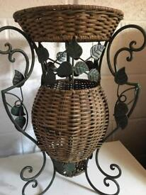 Umbrella holder stand wicker & metal leaves
