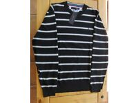 TOMMY HILFIGER SWEATER. CREW NECK. NAVY BLUE PATTERNED. NEW WITH TAGS. SIZE XL