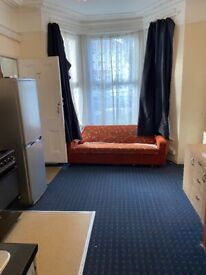 One bed ground floor flat in sevenking part dss welcome