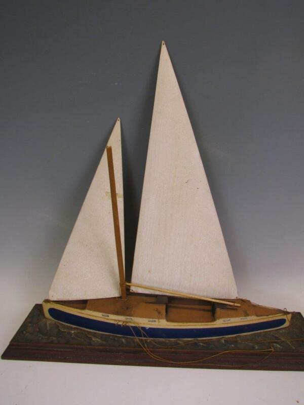 *BEAUTIFUL* ANTIQUE HAND MADE SHIP MODEL OF A SAILING YACHT