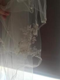 Ivory 2 tier veil immaculate condition
