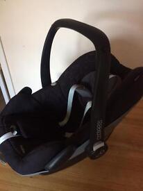 Maxi Cosi Pebble car seat and car base
