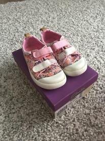 Girls Clark's shoes size 7.5G