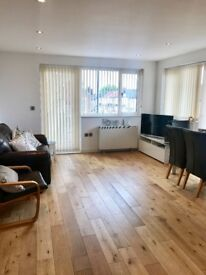 ** Stunning 2 bed flat to rent in Romford **