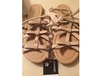 New George sandals size 4