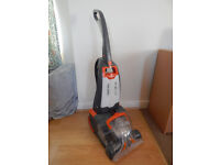 VAX RU P Upright carper cleaner in very good condition with manual.