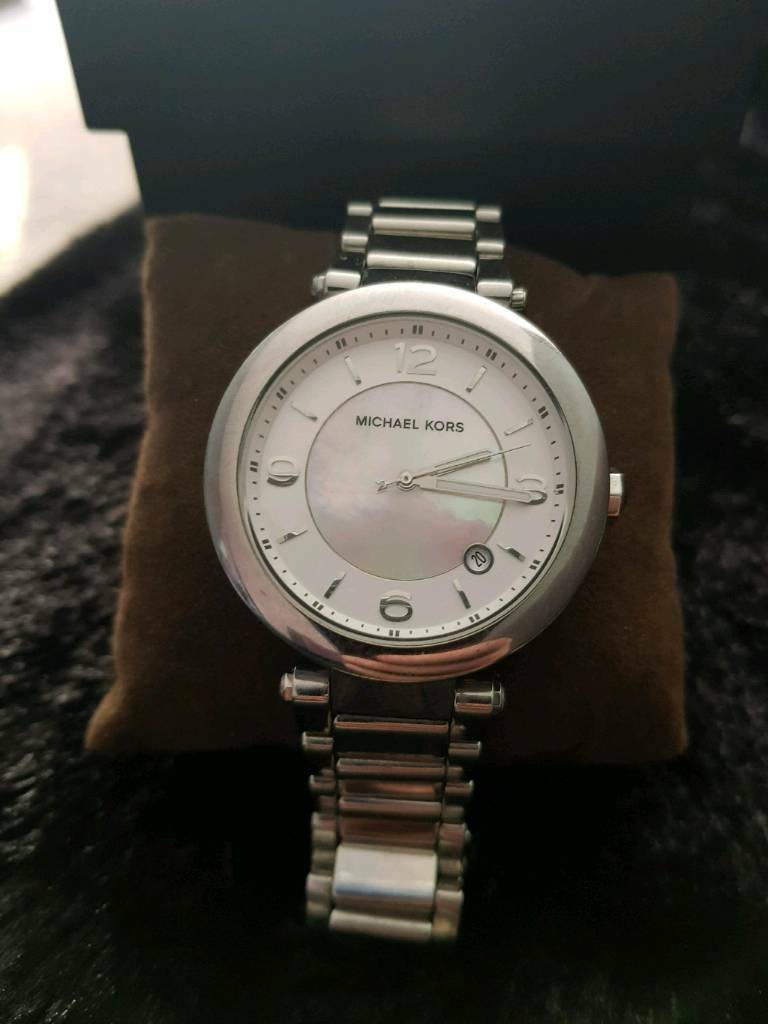 860b28ffb2e9 Genuine Michael Kors Woman s watch