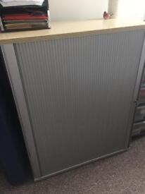 Lockable filing cabinet with key