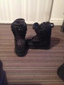 Men's soloman snowboard boots size 10 1/2