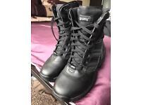 Magnum boots size 6