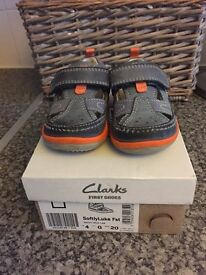 Clarks first walking shoes size 4 G