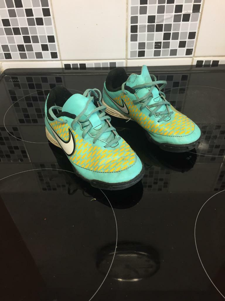 Kids Size 11 nike astroturf football trainers
