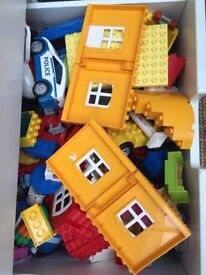 Amazing Lego duplo collection 100+ pieces (set 5639/10507/5636/10590/5604) etc)