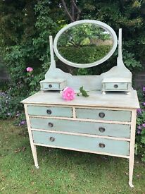 SHABBY CHIC DRESSER WITH MIRROW