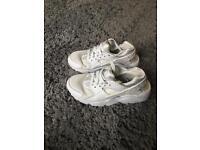 Nike huaraches 5.5