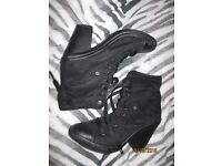 BLACK SUEDE EFFECT LACE UP BOOTS WITH HEEL SIZE 8 LOOK A BIT LIKE CONVERSE TYPE BOOTS