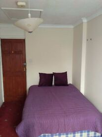 A LARGE DOUBLE ROOM IN A LOVELY HOUSE IN BARNES WITH DISCOUNT RENT !!! ALL BILLS INCLUDED !!!
