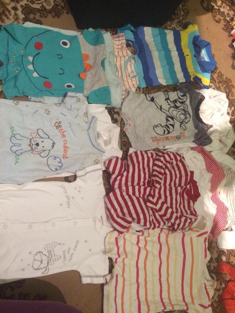 Baby clothes (0-3 months , 22 items )
