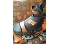 YC 136 Advanced new schnitzel wakeboard witb boots.