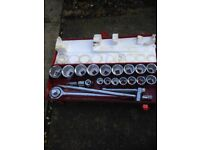 3/4 drive socket set containing 17 sockets, ratchet, breaker bar and two extensions.