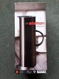 Coffee/tea vacuum jug