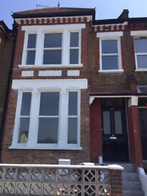 Amazing 4 bedroom property available in the heart of Stratford Zone 2/3!! Call in now!!