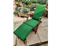 Steamer chair with cushion