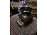 Hand winding coffee grinder