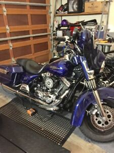2007 Streetglide very low kms  cobalt blue pearl paint