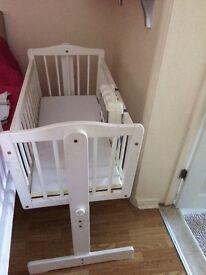 Babies r us swinging crib