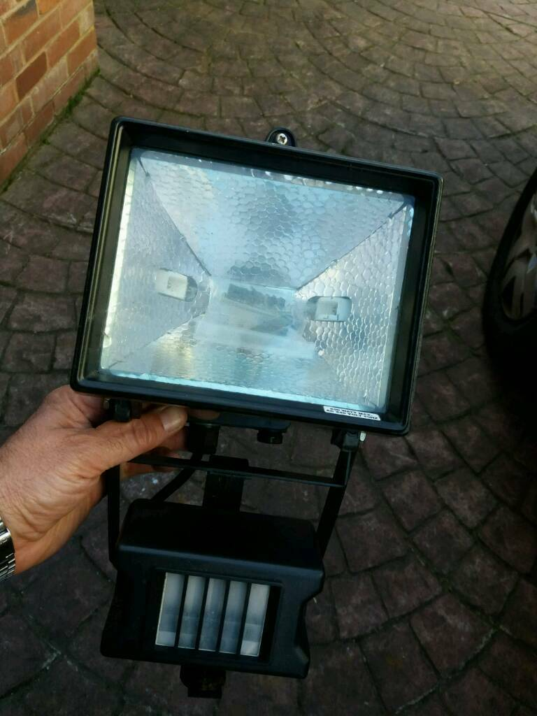 Outdoor security light with motion sensor