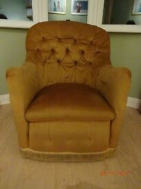BUTTONED BACK TUB CHAIR