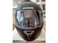 Shark S600 Motor Cycle Helmet in Black