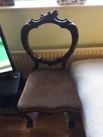 ***BEAUTIFUL, VINTAGE BALLOON-BACKED CHAIR***