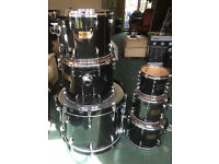 Pearl Masters maple 6 piece shell, pearl snare Sabian cymbals and all hardware
