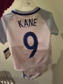 Aged 4-5 England football kit