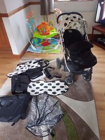 Oyster pram complete with spotty colour pack