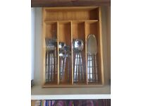 Bamboo Cutlery Tray / Organiser and 16-Piece Bamboo-Themed Silverware / Forks / Spoons / Knives