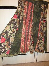 LADIES PER UNA SKIRT NEEDLE CORD GREEN & BURNT RED FLORAL SIZE 16R HARDLY WORN