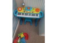 Kids keyboard, stool and mic