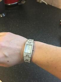 Seksy diamanté bracelet watch