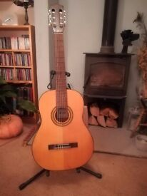 Great price for a 4/4 Full size classical guitar with new strings