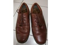 Mens Clarks leather lace up shoes, size 10