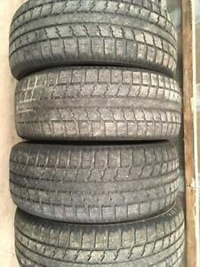 4 pneus d hiver 235/55r18 toyo