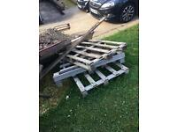 FREE patio table/pallets/wood