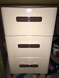 Set of drawers cream and brown